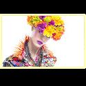 vrouw met bloemenhoed